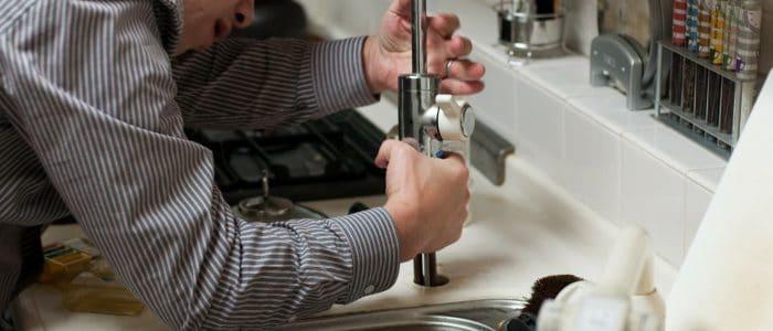 plumber-228010_1920